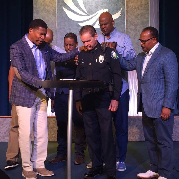 Roswell church leaders invite city police to prayer service after Dallas shooting